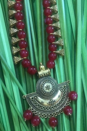 Stylish Maroon Neck Piece Beads Necklace