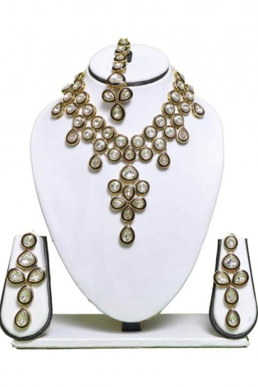 Beautiful White Party Wear Alloy Necklace Set