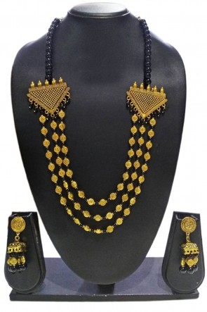 Desirable Black and Golden Pearl Necklace Set