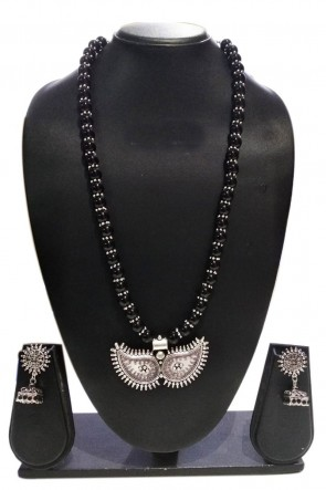 Charming Black and Silver Party Wear Pearl Necklace Set
