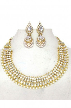 Beautiful White Party Wear Necklace Set