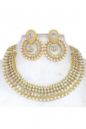 Pretty White  Necklace Set